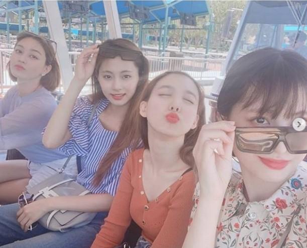 ▲TWICE4成員去環球影城玩。(圖/翻攝自Instagram/TWICE)