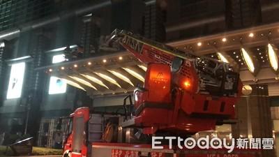 101大樓外修LED燈 2人墜樓1死1救出