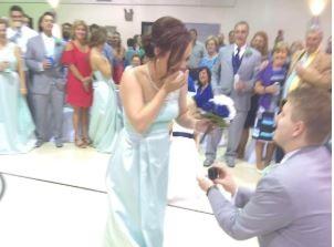 婚禮上伴郎求婚伴娘 新人淪配角