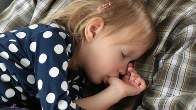 ▲▼寶寶,吸吮,手指,睡覺,嬰兒。(圖/取自免費圖庫Pixabay)