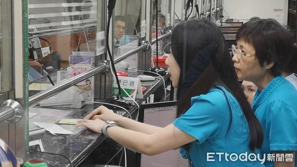 ▲▼中華郵政,郵局儲匯業務,提款,提款機,ATM。(圖/記者宋良義攝)