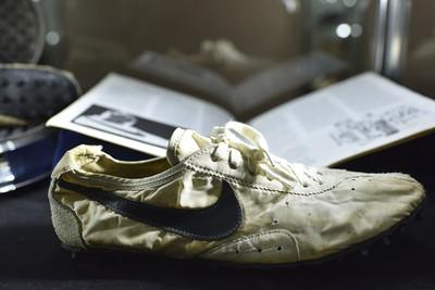 NIKE神鞋「月亮鞋」以1360萬售出