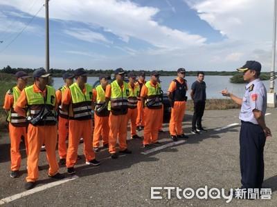 海巡署無人機空中搭配救生艇巡查