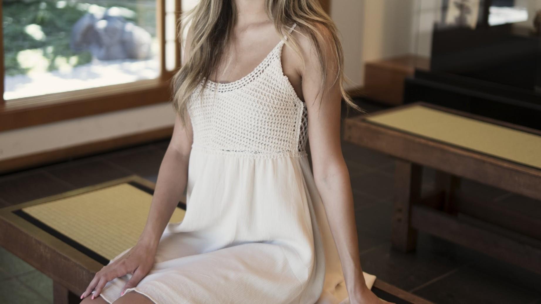 ▲▼洋裝,白色洋裝,裙子,針織洋裝。(圖/取自免費圖庫Pixabay)