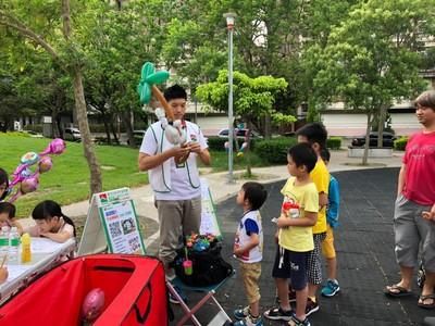 3秒摺出小動物!房仲化身氣球達人 成為社區孩子王