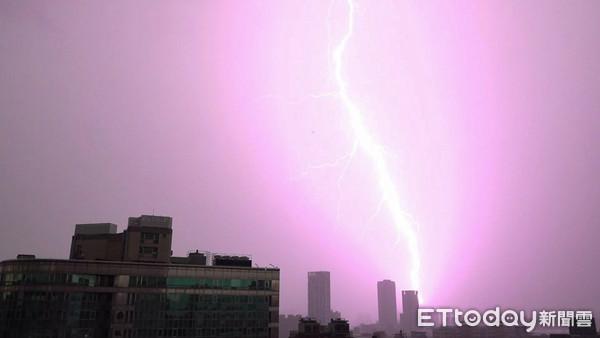 早上被冬雷嚇醒...李富城驚呼「不祥之兆」 氣象局解答真正原因