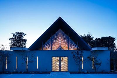 日本佛寺打造放射木屋頂結構
