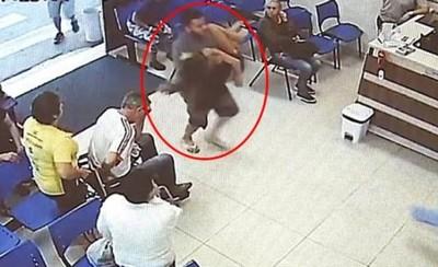 巴西哥「公主抱嬌妻」狂奔進急診室 真相太冷血