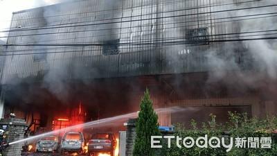 豐原電動車倉庫竄火!鄰家遭波及