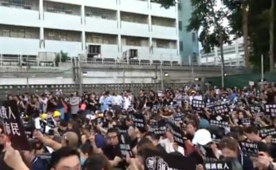 譴責元朗暴力!香港醫界1500人靜坐抗議