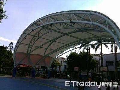 天幕雨棚只能遮陽...社區籃球場重建3次花3千萬