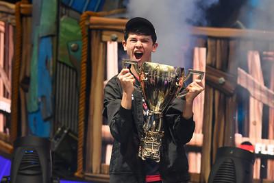 16歲少年電競冠軍 獲9000萬獎金