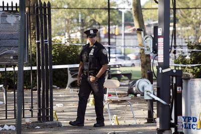 紐約布魯克林爆槍擊 1死11傷