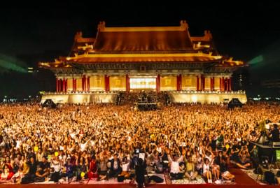 4萬人擠爆兩廳院!林懷民告別群眾