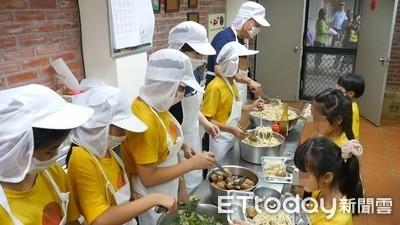 清寒生學費、午餐全靠補助 宮廟也定期捐米 導師:長大要回饋別人