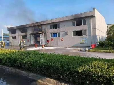 影/江西化工廠爆炸現巨型火球 濃煙蔽空民眾驚呼