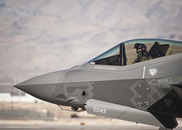 矮子也能開戰機!美軍放寬飛官身高限制 F-35連坐墊都能迎合「更多體型」
