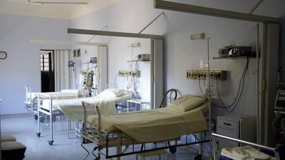 進「陰氣超重」病房全身打冷顫 她偷瞄天花板...嚇到針筒壓不下