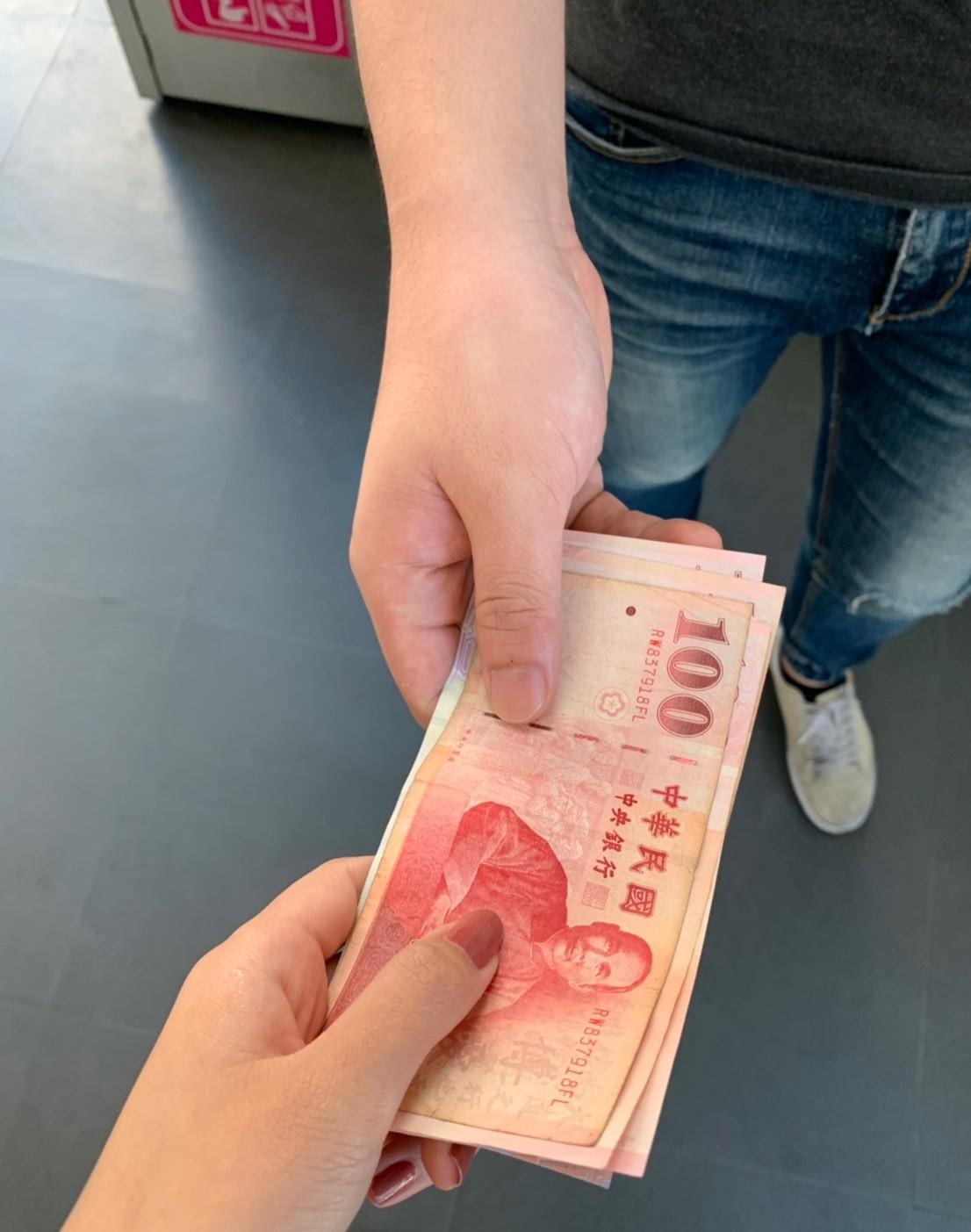 ▲▼小白臉,討錢,錢,台幣。(示意圖/記者吳珍儀攝)