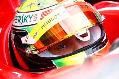 舒馬克之子開F2004繞德國賽道