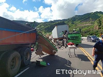 貨櫃車撞上前方砂石車 婦過馬路遭輾