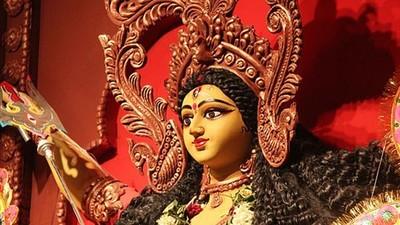 老婆生氣躺地任她踩!印度最強「寵妻暖男」 女人心中的男神是祂