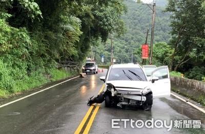 台8線馬鞍壩百公斤巨石崩落 砸中轎車2男輕傷