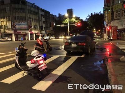 BMW漏油引火警 路人供滅火器救援