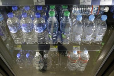 舊金山機場8/20起禁賣塑膠瓶裝水