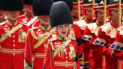 5月剛娶王后 泰王破傳統納後宮