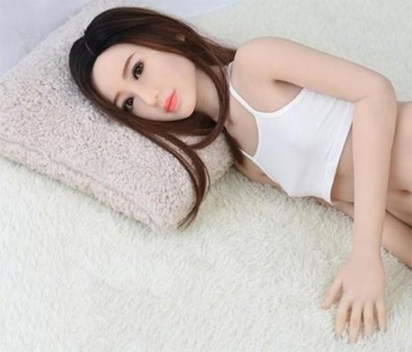 ▲▼仿真充氣娃娃(圖/翻攝自網路論壇)