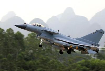 殲-10C參加「鷹擊」軍演 對抗JAS-39「獅鷲」中距空戰
