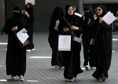 沙烏地阿拉伯女性「獲准」獨自出國
