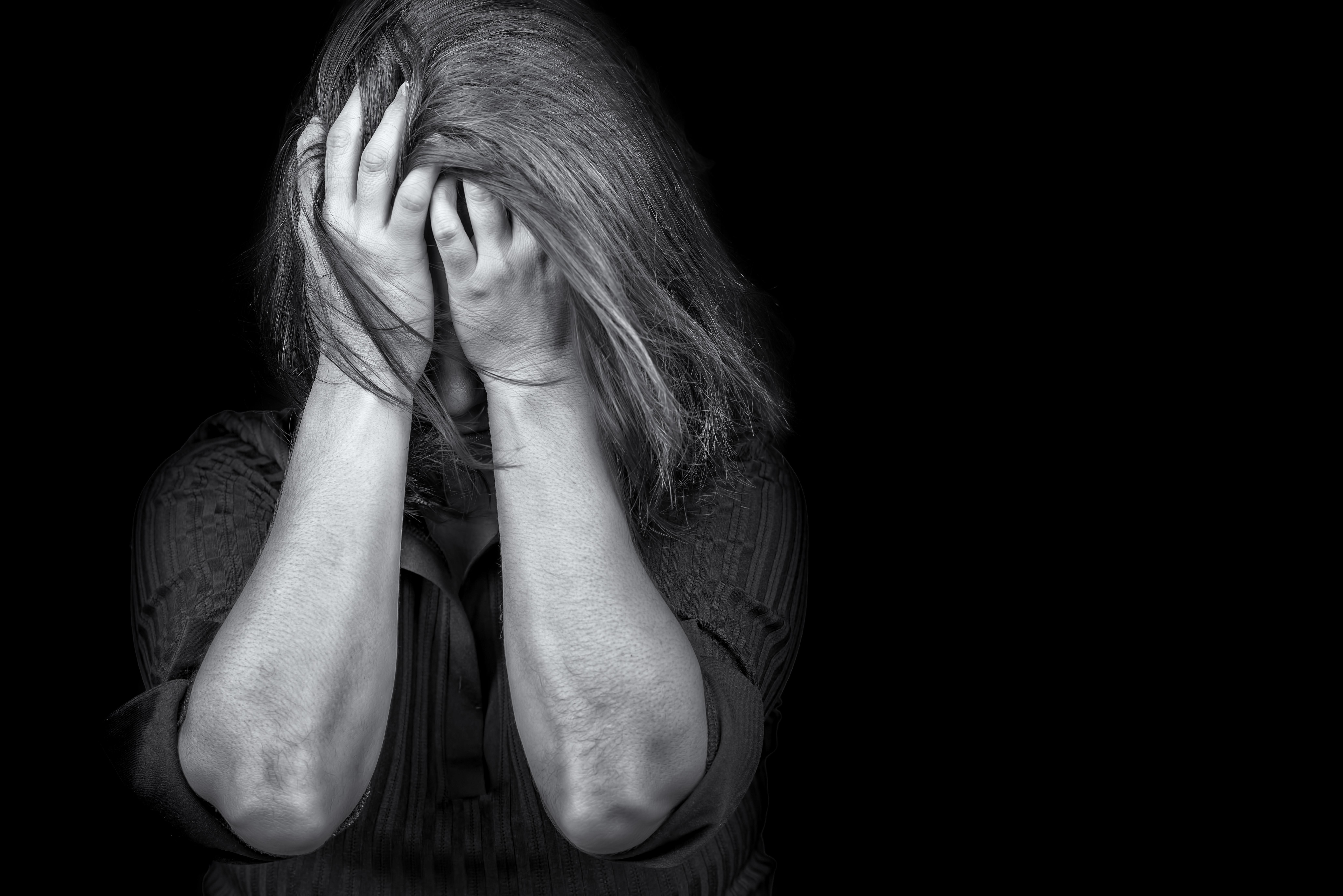 ▲▼示意圖,性侵,暴力,挫折,恐懼,濫用,女孩,手,社會,焦慮,恐怖,恐懼,憤怒,寂寞,孤獨(圖/123RF)