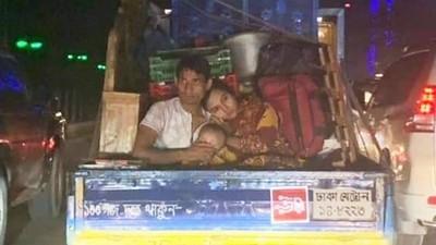 嬌妻「緊勾丈夫」坐破車無怨言!一張照片證明:女人只求一個可靠肩膀
