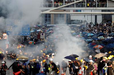 港澳辦主任張曉明:香港自回歸以來最嚴峻
