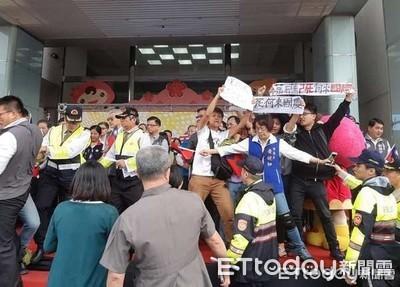 國慶升旗典禮上涉攻擊員警 桃市議員起訴