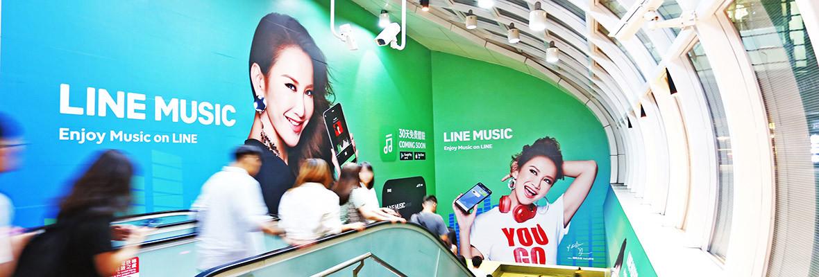 台北小巨蛋站出口包覆壁貼