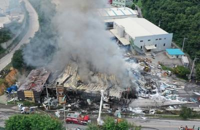 南韓紙箱工廠爆炸 11人死傷