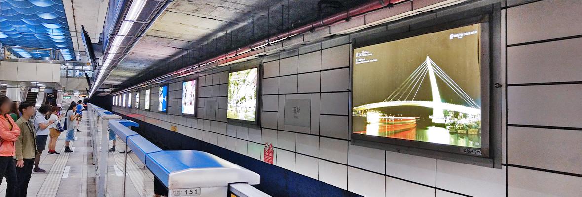 新埔站月台燈箱