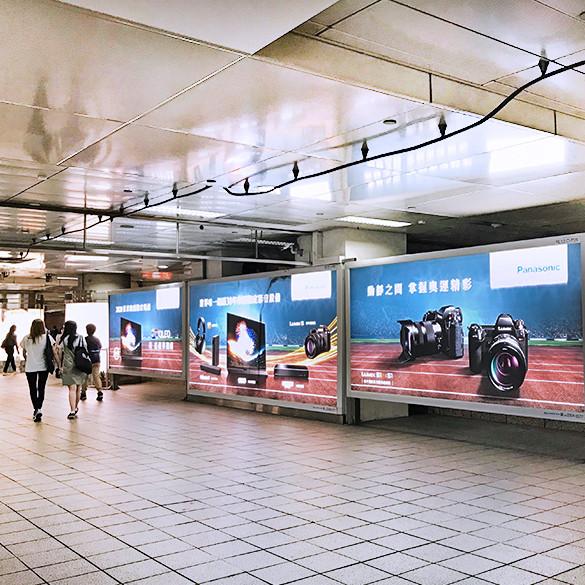 台北車站連續燈箱