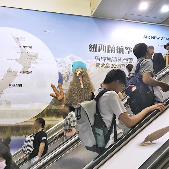 台北車站包覆式手扶梯壁貼