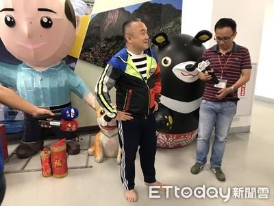 潘恒旭光腳ㄚ辦公展現接地氣!