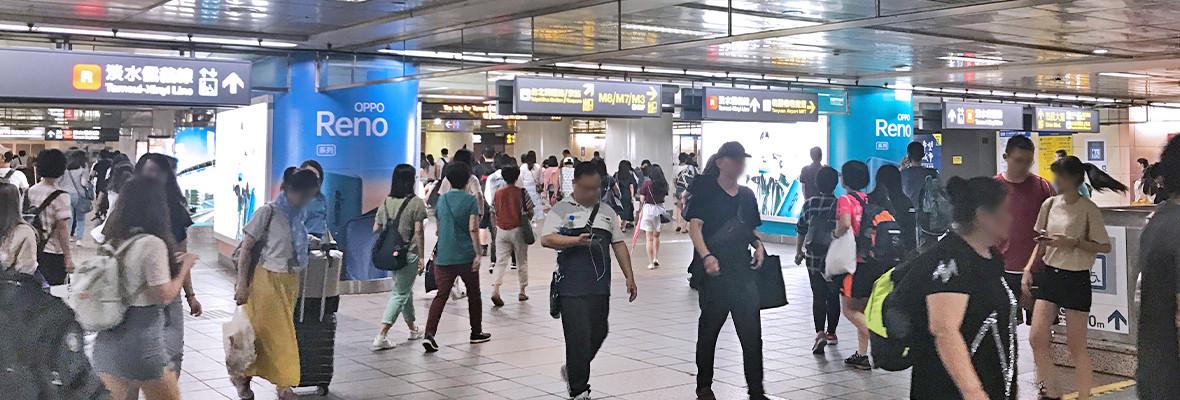 台北車站連續柱貼燈箱