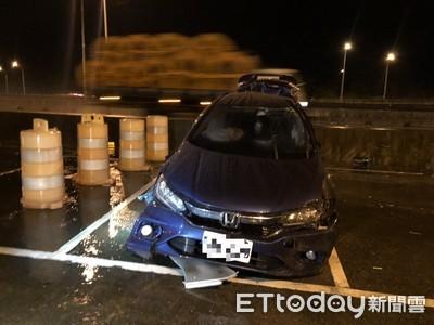 國3轎車自撞翻車 駕駛彈飛送醫亡
