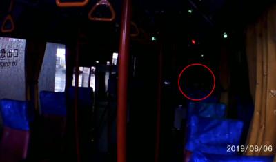公車終站熄燈 突冒女聲嚇壞司機
