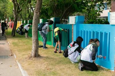 全校僅23名學生...斑駁圍牆、破損操場 全靠他們幫忙重見新貌