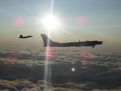 俄轟炸機進逼!美加戰機急升空