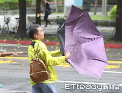 林右昌還原3市長電聯:北北基按程序談好 「沒有什麼颱風假多放」
