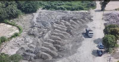雲林虎尾溪砂石遭盜採 形同月世界2.0